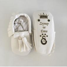 Beyaz püsküllü isimli ilk adım ayakkabısı